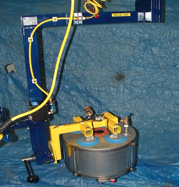 C Bale vacuum lifter with indexed manual rotation